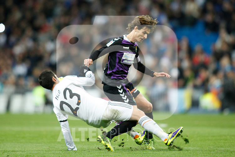 Real Madrid´s Isco (L) and  Valladolid´s Alvaro Rubio during La Liga 2013-14 match at Bernabeu Stadium in Madrid, Spain. November 30, 2013. (ALTERPHOTOS /Victor Blanco)
