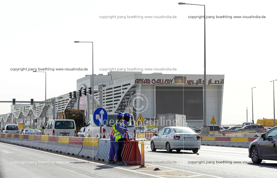 QATAR, Doha, construction boom for FIFA football world cup 2022 , the construction is done by migrant workers from all over the world, 10 kilometre long mall Ansar Gallery / KATAR, Doha, Bauboom fuer die FIFA Fußball WM 2022/ KATAR, Doha, Bauboom fuer die FIFA Fußball WM 2022, auf den Baustellen schuften Gastarbeiter aus aller Welt, 10 kilometer lange Mall Ansar Gallery