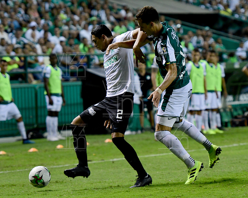 PALMIRA - COLOMBIA, 21-08-2019: Juan Ignacio Dinenno del Cali disputa el balón con Daniel Bocanegra de Nacional durante partido entre Deportivo Cali y Atlético Nacional por la fecha 7 de la Liga Águila II 2019 jugado en el estadio Deportivo Cali de la ciudad de Palmira. / Juan Ignacio Dinenno of Cali vies for the ball with Daniel Bocanegra of Nacional during match between Deportivo Cali and Atletico Nacional for the date 7 as part Aguila League II 2019 played at Deportivo Cali stadium in Palmira city. Photo: VizzorImage / Nelson Rios / Cont