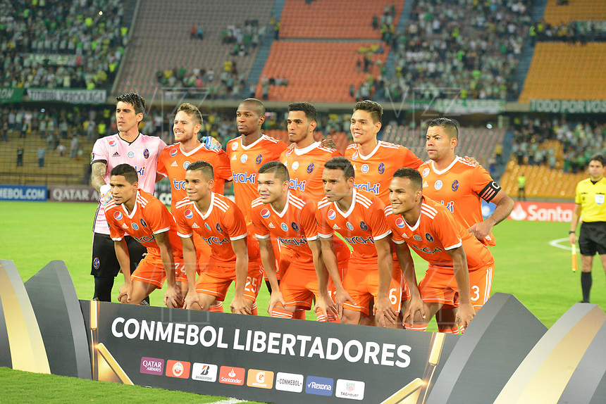 MEDELLIN - COLOMBIA, 14-02-2019: Jugadores de La Guaira posan para una foto previo al partido de la segunda fase, llave 6, entre Atlético Nacional (COL) y Deportivo La Guaira (VEN), por la Copa Conmebol Libertadores Bridgestone 2019, en el Estadio Atanasio Girardot, la ciudad de Medellín. / Players of La Guaira pose to a  photo prior a match for the second stage, key 6, between Atletico Nacional (COL) and Deportivo La Guaira (VEN), for the Conmebol Libertadores Bridgestone Cup 2019, at the Atanasio Girardot, Stadium, in Medellin city. Photos: VizzorImage / León Monsalve / Cont.