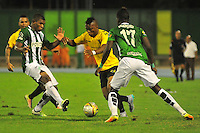BARRANCABERMEJA -COLOMBIA, 01-07-2016.  Jhoaho R. Hinestroza (C) jugador de Alianza Petrolera disputa el balón con Elkin Blanco (Izq) y Rodin Quiñones (Der) de Atlético Nacional durante encuentro  por la fecha 1 de la Liga Aguila II 2016 disputado en el estadio Daniel Villa Zapata de la ciudad de Barrancabermeja./ Jhoaho R. Hinestroza (C) player of Alianza Petrolera fights for the ball with Elkin Blanco (L) and Rodin Quiñones (R) player of Atletico Nacional during match for the date 1 of the Aguila League II 2016 played at Daniel Villa Zapata stadium in Barrancebermeja city. Photo:VizzorImage / Jose Martinez / Cont