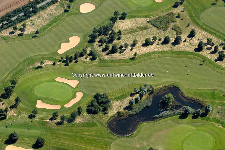 Golfplatz: EUROPA, DEUTSCHLAND, SCHLESWIG- HOLSTEIN, SCHWARZENBEK,  (GERMANY), 06.08.2004: Golf , Personen, Golfplatz, Bunker, Green, Rasen, Gruenwiese, Wiese, Gras, gruen, Gruenanlage, Gruenanlagen, Platz, Golf, Sport, Sportanlage, Golfsport, Sportart, Freizeit, Freizeitsport, Freizeitbeschaeftigung, Hobby, Hobbies, kuenstliche Landschaft, unternehmen, Menschen, Person, Golfspieler, Golfspiel, Golfplatz, Golfplaetze, Spiel, spielen, Spieler, golfen, schlagen, Sandloch, Sandloecher, Bunker, Sandbunker, Sand, Teich, See, Biotop, Luftbild, Draufsicht, Luftaufnahme, Luftansicht, Luftblick, Flugaufnahme, Flugbild, Vogelperspektive, Ueberblick, Uebersicht Luftbild, Luftansicht, Aufwind-Luftbilder.. c o p y r i g h t : A U F W I N D - L U F T B I L D E R . de.G e r t r u d - B a e u m e r - S t i e g 1 0 2, 2 1 0 3 5 H a m b u r g , G e r m a n y P h o n e + 4 9 (0) 1 7 1 - 6 8 6 6 0 6 9 E m a i l H w e i 1 @ a o l . c o m w w w . a u f w i n d - l u f t b i l d e r . d e.K o n t o : P o s t b a n k H a m b u r g .B l z : 2 0 0 1 0 0 2 0  K o n t o : 5 8 3 6 5 7 2 0 9.V e r o e f f e n t l i c h u n g n u r m i t H o n o r a r n a c h M F M, N a m e n s n e n n u n g u n d B e l e g e x e m p l a r !.
