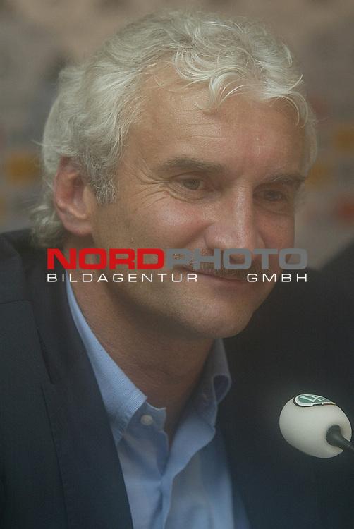 Laenderspiel EM 2004 Qualifikation<br /> Deutschland vs. Schottland 2:1<br /> Teamchef Rudi Voeller nach dem Spiel in der Pressekonferenz.<br /> Foto &copy; nordphoto - Ruediger Lampe<br /> <br />  *** Local Caption *** Foto ist honorarpflichtig! zzgl. gesetzl. MwSt.<br />  Belegexemplar erforderlich<br /> Adresse: nordphoto<br /> Georg-Reinke-Strasse 1<br /> 49377 Vechta