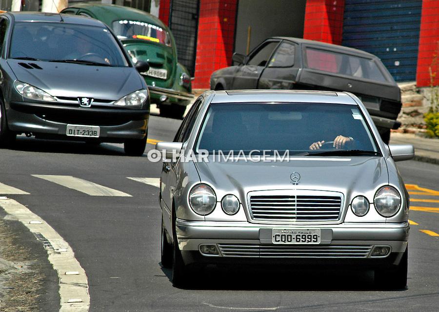 Automóvel Mercedes Benz. SP. Foto de Juca Martins.