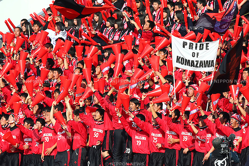 Komazawa University high school fans, JANUARY 5, 2016 - Football / Soccer : 94th All Japan High School Soccer Tournament quarterfinal match between Komazawa University high school 0-1 Higashi Fukuoka at Komazawa Olympic Park Stadium, Tokyo, Japan. (Photo by Shingo Ito/AFLO SPORT)