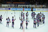 IJSHOCKEY: HEERENVEEN: IJsstadion Thialf, 02-02-2013, Eredivisie, UNIS Flyers - Amsterdam G's, Eindstand: 9-2, publiek wordt bedankt door spelers van de Flyers, ©foto Martin de Jong