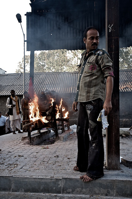 A male relative oversees the cremation; women are not permitted into this part of the grounds. It is not unusual for women to try to throw themselves on to the funeral pyre.