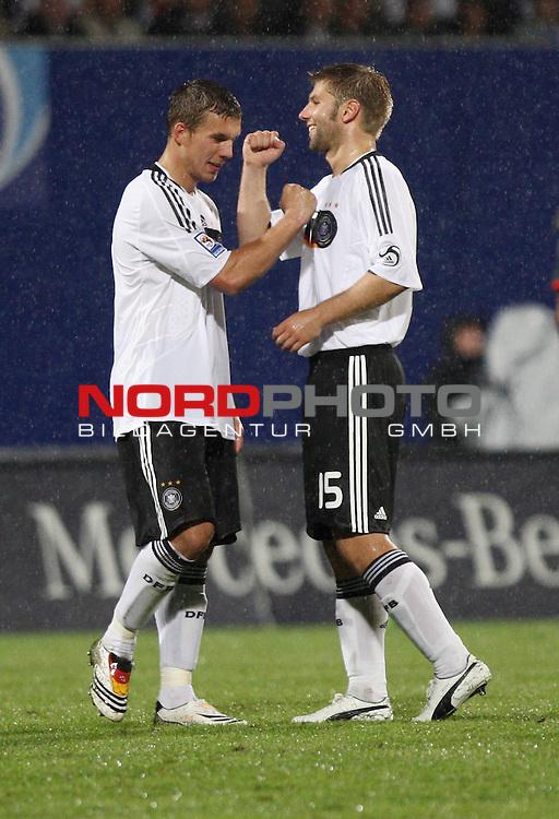 WM-Qualifikation 2010<br /> Lichtenstein : Deutschland<br /> <br /> Lukas Podolski (Deutschland #10) gratuliert Thomas Hitzlsperger (Deutschland #15) zum Tor<br /> <br /> Foto &not;&copy; nph (  nordphoto  )