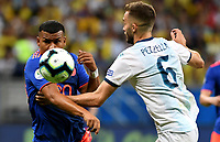 SALVADOR – BRASIL, 15-06-2019: German Pezzela de Argentina disputa el balón con Roger Martinez de Colombia durante partido de la Copa América Brasil 2019, grupo B, entre Argentina y Colombia jugado en el Itaipava Fonte Nova Arena de la ciudad de Salvador, Brasil. / German Pezzela of Argentina vies for the ball with Roger Martinez of Colombia during the Copa America Brazil 2019 group B match between Argentina and Colombia played at Itaipava Fonte Nova Arena in Salvador, Brazil. Photos: VizzorImage / Julian Medina / Cont / FCF