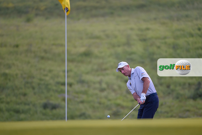 Jim Furyk (USA) chips on to 10 during day 1 of the Valero Texas Open, at the TPC San Antonio Oaks Course, San Antonio, Texas, USA. 4/4/2019.<br /> Picture: Golffile | Ken Murray<br /> <br /> <br /> All photo usage must carry mandatory copyright credit (© Golffile | Ken Murray)