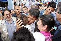 ATENÇÃO EDITOR: FOTO EMBARGADA PARA VEÍCULOS INTERNACIONAIS. - SAO PAULO, SP, 21 DE SETEMBRO 2012 - SP/POL/ELEIÇÕES 2012 - FERNANDO HADDAD - O candidato do PT a prefeitura Fernando Haddad fez caminhada no centro comercial de São Miguel Paulista na zona leste de São Paulo, nesta sexta-feira, 21. <br />(FOTO: PADUARDO / BRAZIL PHOTO PRESS).