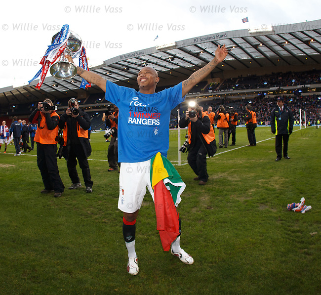 El-Hadji Diouf with the league cup