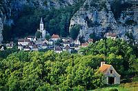 Medieval village of Gluges on banks of Dordogne River, Dordogne Valley, in Aquitaine, France, AGPix_0116.