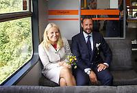 Blakstad, 20100901. Kronprinsparet tar toget fra Blakstad til Arendal. (POOL)  Foto: Eirik Helland Urke