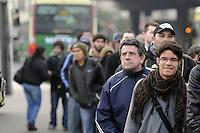 BUENOS AIRES, ARGENTINA, 06 DE AGOSTO 2012 - GREVE METRO ARGENTINA - Pelo terceiro dia consecutivo, os funcionários do metrô de Buenos Aires confirma que irao continuar com a ação igreve industrial afetando milhares de passageiros na capital da Argentina. FOTO JUANI RONCORONI - BRAZIL PHOTO PRESS.