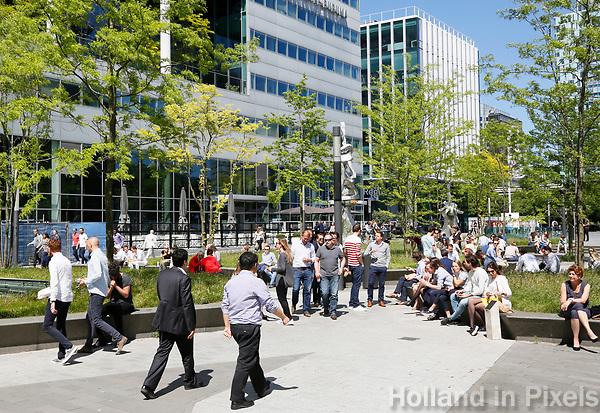 Nederland Amsterdam 2017. Lunchtijd op de Zuidas. Foto Berlinda van Dam / Hollandse Hoogte