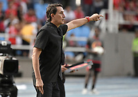 CALI - COLOMBIA, 17-11-2019: Alexandre Guimaraes técnico del América gesticula durante partido por la fecha 3, cuadrangulares semifinales, de la Liga Águila II 2019 entre América de Cali y Deportivo Cali jugado en el estadio Pascual Guerrero de la ciudad de Cali. / Alexandre Guimaraes coach of America de Cali gestures during match for the date 3, quadrangular semifinals, as part of Aguila League II 2019 between America de Cali and Deportivo Cali played at Pascual Guerrero stadium in Cali. Photo: VizzorImage / Gabriel Aponte / Staff