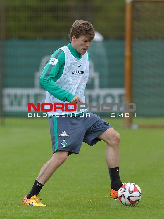 05.05.2015, Trainingsgelaende, Bremen, GER, 1.FBL, Training Werder Bremen, im Bild Clemens Fritz (Bremen #8)<br /> <br /> Foto &copy; nordphoto / Frisch