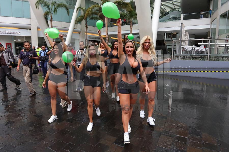 CIDADE DO MÉXICO, MEXICO, 29.09.2019 - MISS-BUMBUM - Candidatas do Miss Bumbum World fazem passeata com a bandeira do concurso e balões verde em protesto a favor do reflorestamento na Amazônia na região central da Cidade do México capital mexicana neste domingo, 29, As cantidatas estão na cidade para partipar da final do concurso Miss Bumbum World que acontece amanhã 30 de setembro em uma casa de eventos da Cidade do México A campeã vai faturar 100 mil dólares em contratos publicitários. (Foto: William Volcov/Brazil Photo Press)