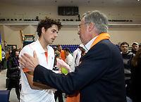 06-03-11, Tennis, Oekraine, Kharkov, Daviscup, Oekraine - Netherlands,  Robin Haase wint beslisende set, en wordt gefeliciteerd door KNLTB voorzitter Rolf Thung