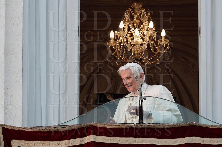Papa Benedetto XVI rientra nei suoi appartamenti dopo aver salutato i fedeli dalla sua residenza estiva dove trascorrera' il suo primo periodo dopo aver lasciato il Pontificato, a Castel Gandolfo, 28 febbraio 2013..Pope Benedict XVI leaves after greeting faithful from his summer residence where he will spend his first post-Vatican days after leaving the Pontificate, in Castel Gandolfo, near Rome, 28 February 2013..UPDATE IMAGES PRESS/Isabella Bonotto..STRICTLY ONLY FOR EDITORIAL USE