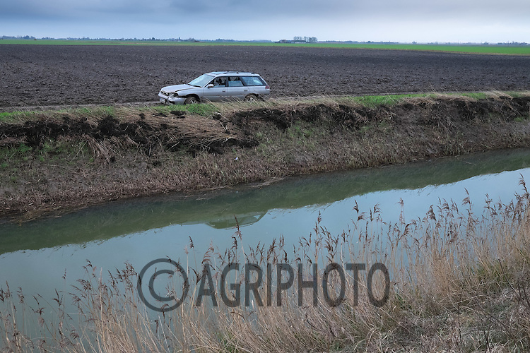Hare coursers car abandoned in a farmers field in the Lincolnshire fens <br /> Picture Tim Scrivener 07850 303986 tim@agriphoto.com<br /> &hellip;.covering agriculture in the UK&hellip;.