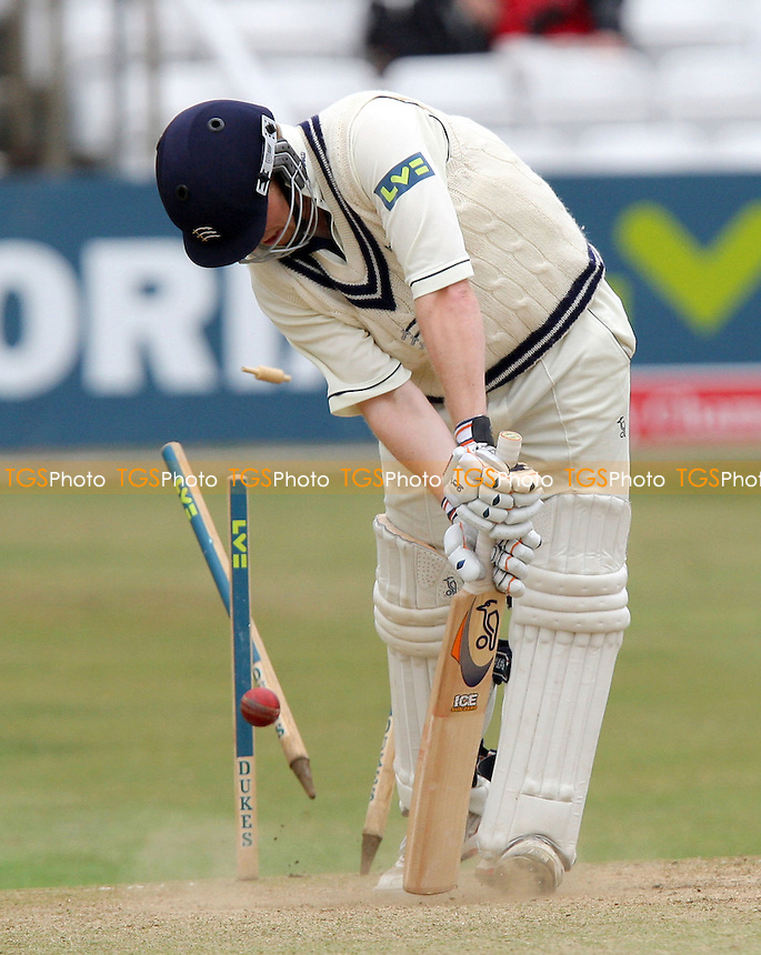 James Dalrymple of Middlesex is clean bowled by Graham Napier - Essex CCC vs Middlesex CCC - LV County Championship Division Two - 21/09/07  - MANDATORY CREDIT: Gavin Ellis/TGSPHOTO - SELF-BILLING APPLIES WHERE APPROPRIATE. NO UNPAID USE. TEL: 0845 094 6026.