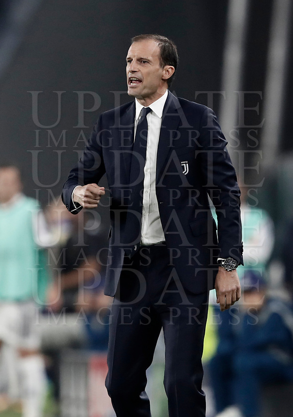Football Soccer: UEFA Champions League Juventus vs Olympiacos Allianz Stadium. Turin, Italy, September 27, 2017. <br /> Olympiacos' coach Massimiliano Allegri speaks to his players during the Uefa Champions League football soccer match between Juventus and Olympiacos at Allianz Stadium in Turin, September 27, 2017.<br /> UPDATE IMAGES PRESS/Isabella Bonotto