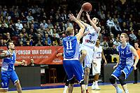 GRONINGEN - Basketbal, Donar - Landstede Zwolle, Martiniplaza, Dutch Basketbal league, seizoen 2018-2019, 02-02-2019, Donar speler Grant Sitton legt aan gehinderd door Landstede speler Kevin Bleeker