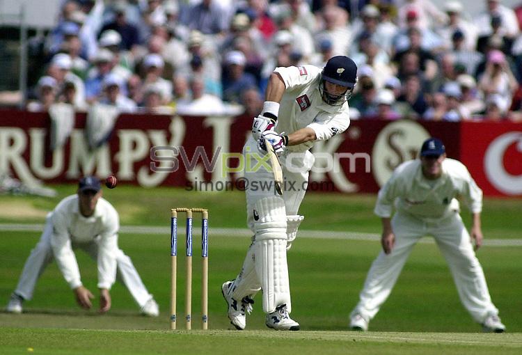 Pix: Matthew Lewis/SWpix.com. Cheltenham & Gloucester, Yorkshire v Warwickshire. 25/07/2001...COPYWRIGHT PICTURE>>SIMON WILKINSON>>01943 436649>>..Yorkshires Gavin Hamilton plays a four against Warwickshire..