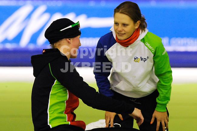 HEERENVEEN - Schaatsen,IJstadion Tialf,  NK afstanden,  5000 meter dames seizoen 2011-2012 , 06-11-2011 Rixt Meijer met kampioene Pien Keulstra (r)