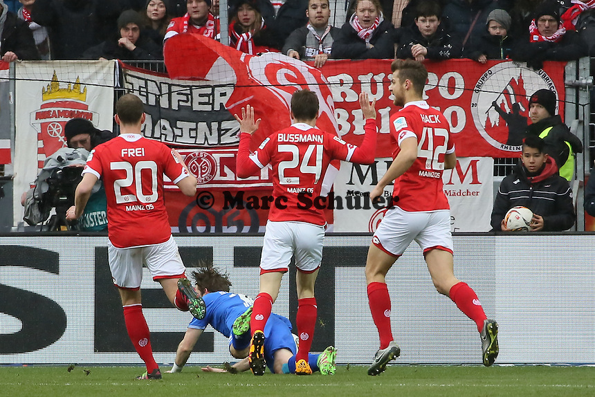 Peter Niemeyer (Darmstadt) fällt im STrafraum - 1. FSV Mainz 05 vs. SV Darmstadt 98, Coface Arena