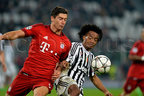 23.02.2016. Turin, Italy. UEFA Champions League football. Juventus versus Bayern Munich.  Robert Lewandowski and Juan Cuadrado fight for the ball