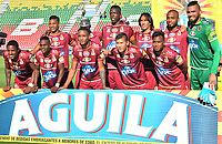 IBAGUÉ - COLOMBIA, 29-09-2018: Jugadores del Deportes Tolima posan para una foto previo al encuentro de ida con Rionegro Aguilas por la fecha 12 de la Liga Águila II 2018 jugado en el estadio Manuel Murillo Toro de la ciudad de Ibagué. / Players of Deportes Tolima pose to a photo prior the first leg match against Rionegro Aguilas for the date 12 of the Aguila League II 2018 played at Manuel Murillo Toro stadium in Ibague city. Photo: VizzorImage / Juan Carlos Escobar / Cont