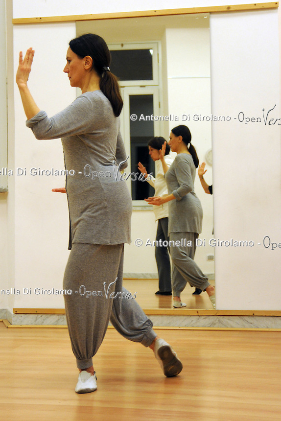 Corso di Taiji Quan.Taiji Quan Course. Docente Silvia Chiavacci:Upter. L' Università popolare di Roma si occupa dell' apprendimento permanente degli adulti.Popular University of Rome is responsible for Life Long Learning.