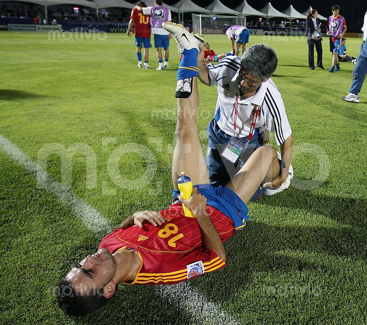 Fussball International Achtelfinale U 20 WM  Spanien 4 -2  Brasilien n.V. Adrian Lopez (ESP) wird in der Pause vor der Verlaengerung behandelt