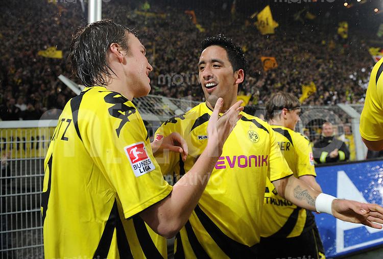 FUSSBALL   1. BUNDESLIGA   SAISON 2010/2010   12. SPIELTAG Borussia Dortmund - Hamburger SV                          12.11.2010 Kevin GROSSKREUTZ (li) und Lucas BARRIOS (re, beide Dortmund) jubeln nach dem 1:0