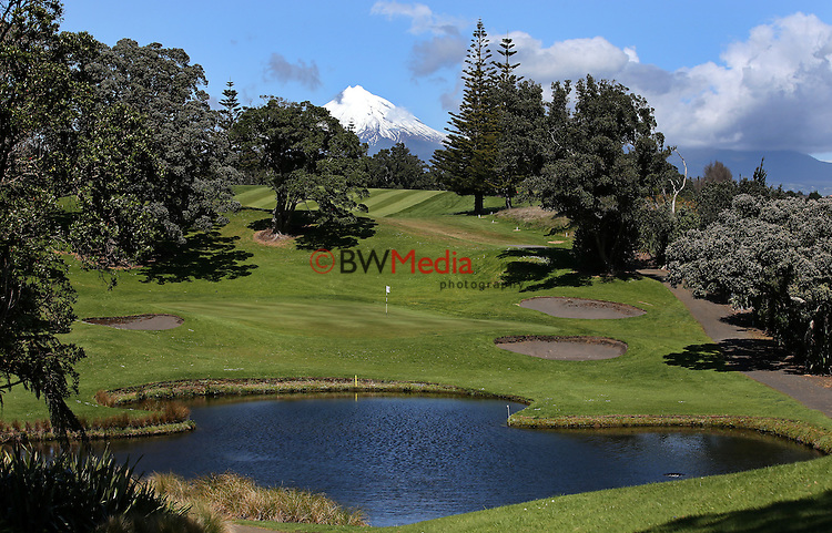 General View during Round Three of the Jennian Homes Charles Tour Augusta Funds Management Taranaki Open, Ngamotu Golf Club, New Zealand. Saturday 3rd October 2015. Photo: Simon Watts/www.bwmedia.co.nz <br /> All images &copy; NZ Golf and BWMedia.co.nz