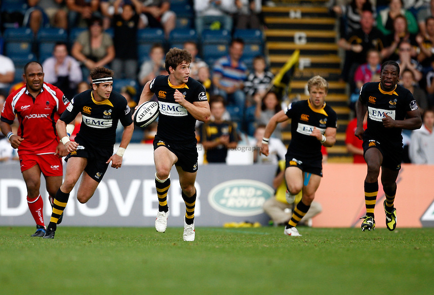 Photo: Richard Lane/Richard Lane Photography.London Wasps v Worcester Warriors. Guinness Premiership. 20/09/2009. Wasps' Dominic Waldouck attacks to set up a late try.