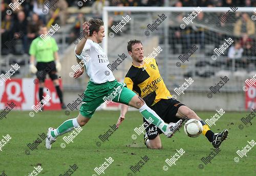 2010-03-20 / Voetbal / seizoen 2009-2010 / K. Lierse SK - KVSK United / Henkens met een tackle op Gonzague Vandooren (Lierse)..Foto: Mpics