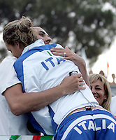 Italy's Alessia Filippi, back to camera, is congratulated by her boyfriend and her mother, bottom right, after winning the bronze medal in the Women's 800m Freestyle final at the Swimming World Championships in Rome, 1 August 2009..UPDATE IMAGES PRESS/Riccardo De Luca