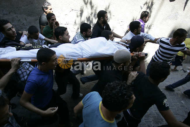 Palestinian mourners carry the body of Islamic Jihad militant Ismael Al-Asmar during his funeral after an Israeli air strike hit his car in Rafah in the southern Gaza Strip on 24 August 2011. Al-Asmar, one of the militant leaders of the Islamic Jihad group, was killed during the strike. Photo by Abed Rahim Khatib