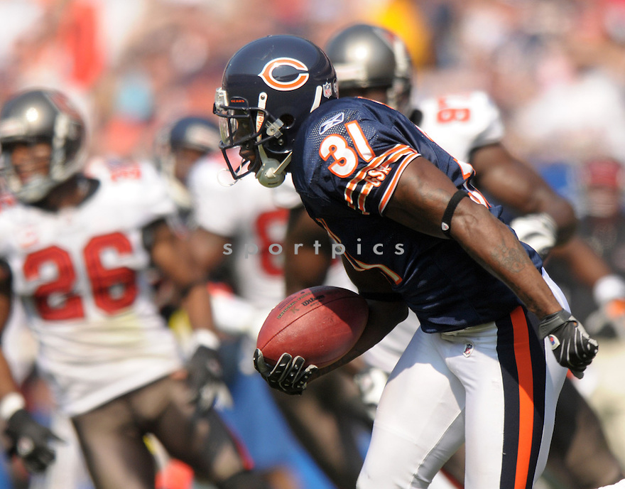NATHAN VASHER, of the Chicago Bears  in action against the Tampa Bay Buccaneers during the Bears game in Chicago, IL  on September 21, 2008... The Buccaneers won the game 27-21