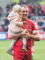 Picture by Allan McKenzie/SWpix.com - 04/03/2017 - Rugby League - Betfred Super League - Salford Red Devils v Warrington Wolves - AJ Bell Stadium, Salford, England - Lee Mossop post-match with his daughter.