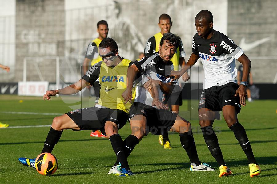 SAO PAULO, SP 18 JULHO 2013 - TREINO CORINTHIANS - O jogador do Corinthians, treinou na tarde de hoje, 18, no Ct. Dr. Joaquim Grava, na zona leste de São Paulo. FOTO: PAULO FISCHER/BRAZIL PHOTO PRESS