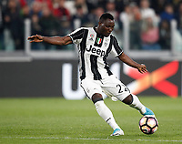Calcio, Serie A: Torino, Juventus Stadium, 6 maggio 2017. <br /> Juventus' Kwadwo Asamoah in action during the Italian Serie A football match between Juventus and Torino at Torino's Juventus stadium, May 6, 2017.<br /> UPDATE IMAGES PRESS/Isabella Bonotto