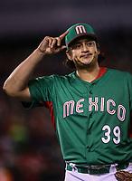 Luis Mendoza  pitcher abridor de Mexico se lleva una ovación al abandonar el partido en quinto inning, durante el partido Mexico vs Venezuela, World Baseball Classic en estadio Charros de Jalisco en Guadalajara, Mexico. Marzo 12, 2017. (Photo: AP/Luis Gutierrez)