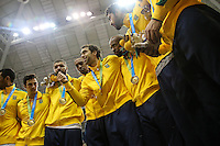 TORONTO, CANADÁ, 25.07.2015 - PAN-BASQUETE - Brasileiros comemora medalha de ouro apos partida entre Brasil x Canada valido para final do basquete nos Jogos Panamericanos na cidade de Toronto no Canadá, neste sábado, 25 (Foto: Vanessa Carvalho/Brazil Photo Press)