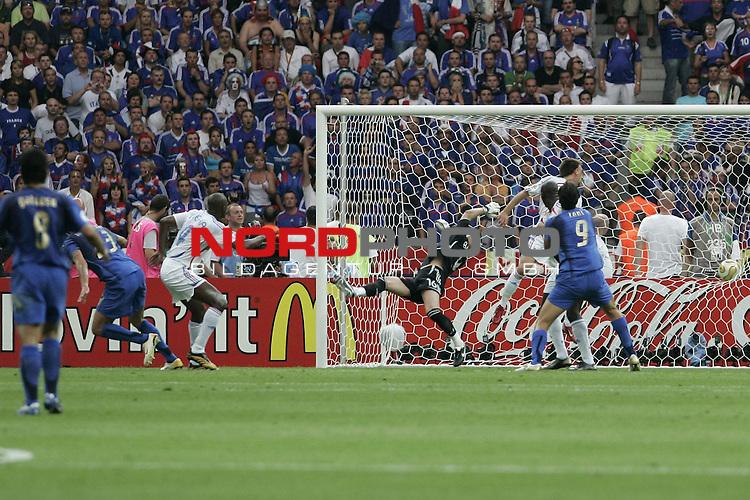 FIFA WM 2006 - Final / Finale<br /> <br /> Play #64 (09-Jul) - Italy vs France.<br /> <br />  Tor MATERAZZI Marco<br /> <br /> Feature<br /> <br /> <br /> Foto &copy; nordphoto