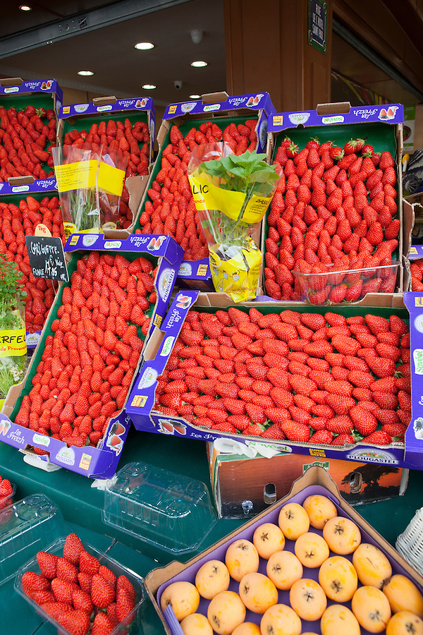 Fresh strawberries for sale in the Marais district of Paris, France, Europe
